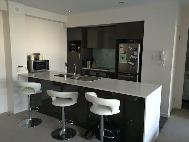 Brand New! - Resort Style Apartment - Burswood - Lejlighed