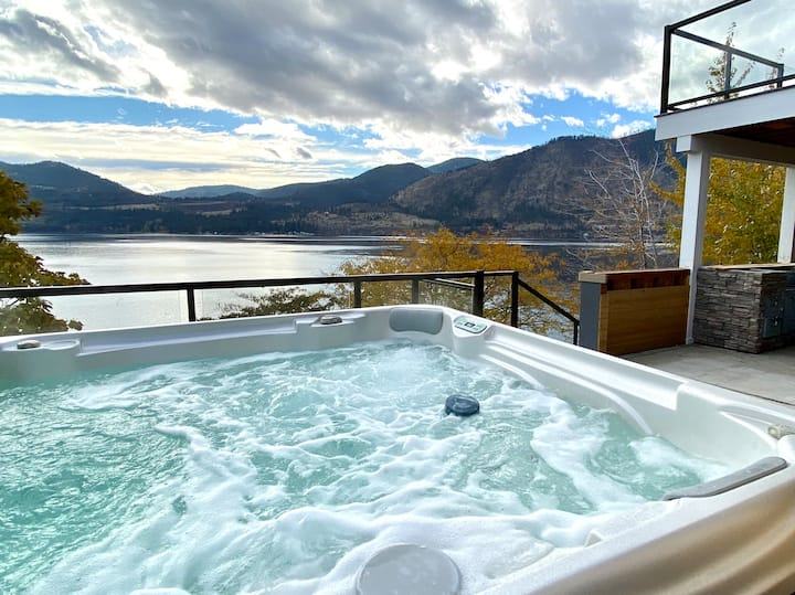 Lakefront Getaway- Views, Hot Tub, Outdoor Kitchen