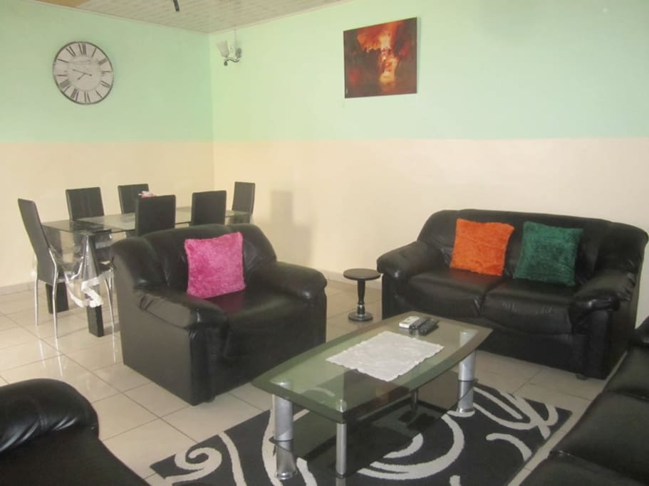 Douala bonapriso appartement f4 meubl spacieux for Meuble tv yaounde