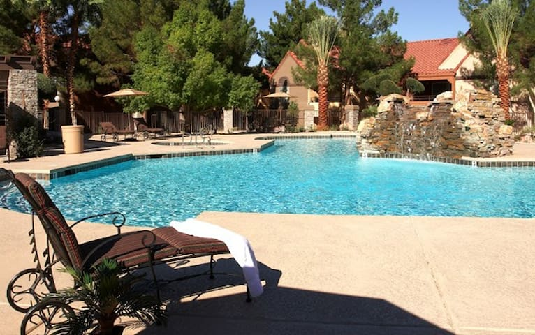 Las Vegas Condo near Red Rock Canyon  - Pool - Las Vegas - Társasház