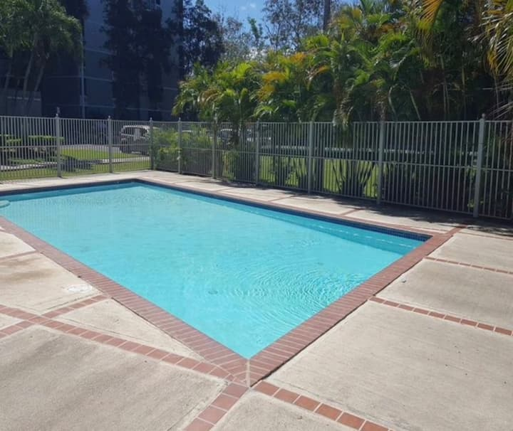 Metropolitan area 20 minutes from airports & beach