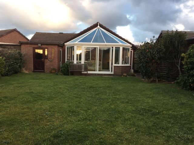 Deganwy detached bungalow - Deganwy - Bungalow