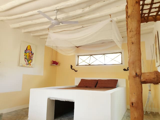 Cozy double room BOMANI with open air shower