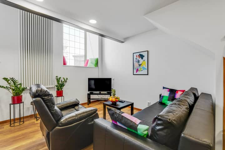 Luxury Loft-Style Apartment Near Old Town and Port