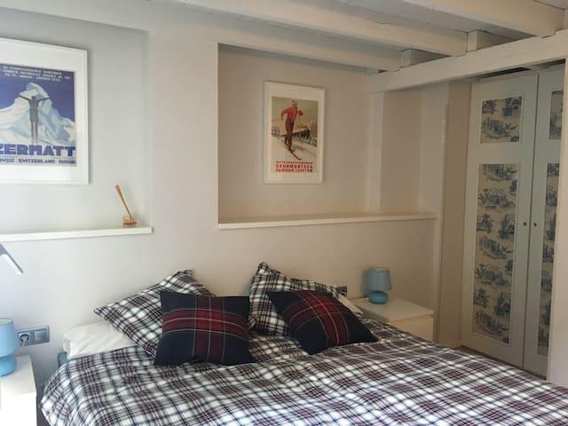 Acogedor apartamento con  piscina,sauna y garaje.