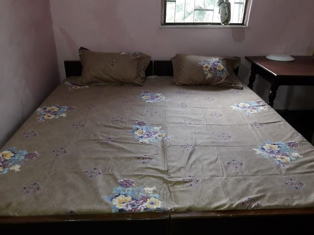 Private bedroom,Andheri close to metro and airport