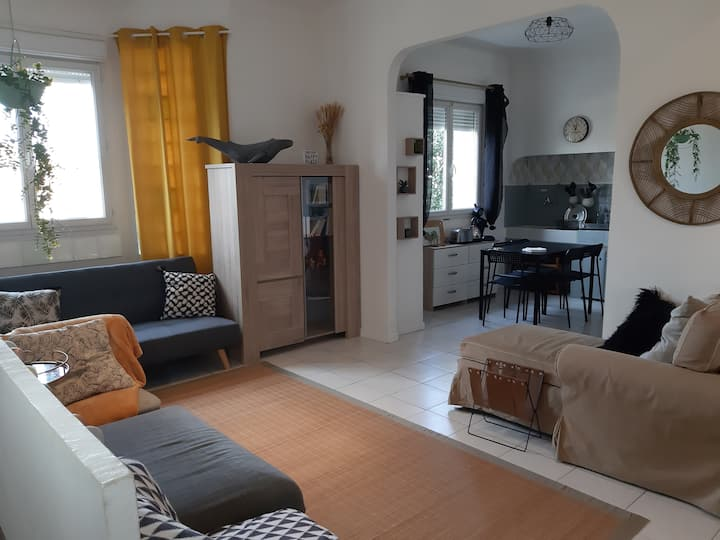 60m2 Bright 10min from quiet beaches 8 pers 1 baby