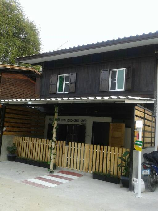 3 br thai house old town chiang mai houses for rent in for Classic house chiang mai