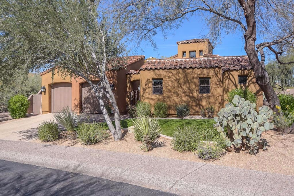 Beautiful Santa Fe style 2700 sq ft totally private golf course home