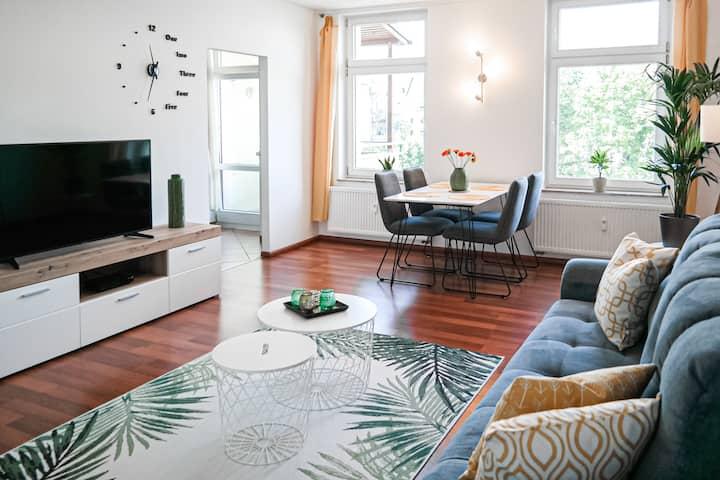 Modernes Kaßberg-Apartment, 60m², Netflix + Balkon