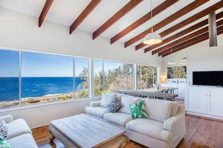The Guesthouse: Absolute Oceanfront - Mollymook Beach - Huis