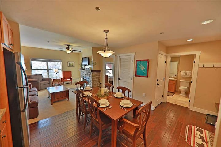 Spacious ski-in/ski-out condo with beautiful fireplace and indoor parking