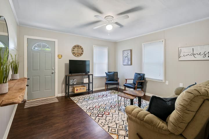 Adorable 2 bed, pets welcome - walk to WKU!