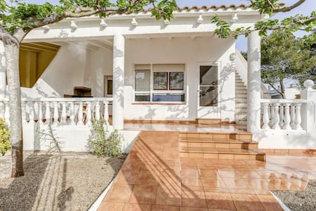 6 people house private pool  100m from the beach