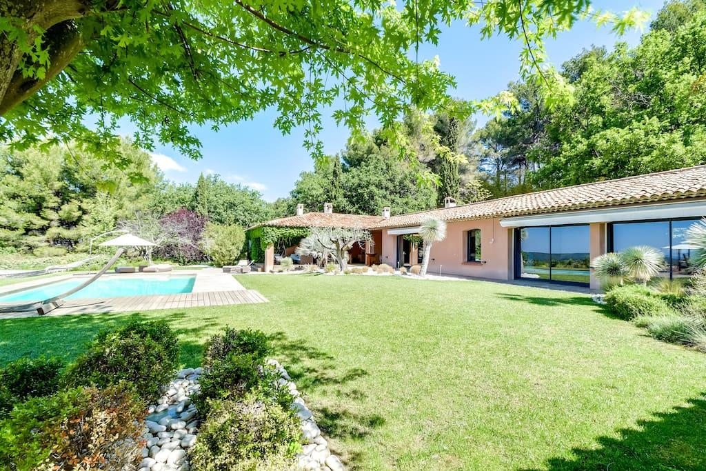 Villa aix en provence grande piscine avec vue villas - Piscine salon de provence ...