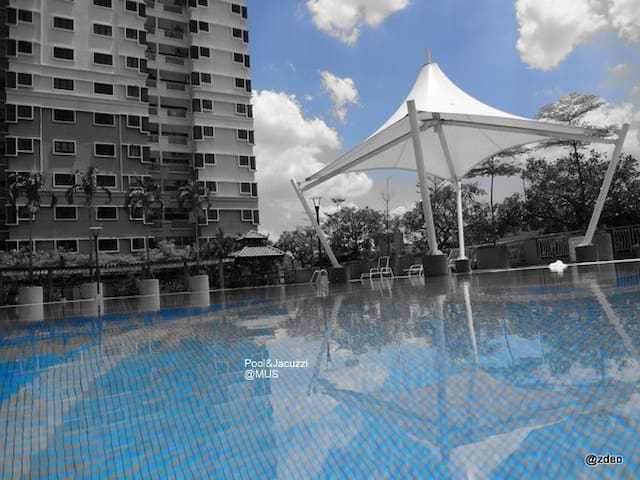 High rise Condo, Backpackers & all welcome