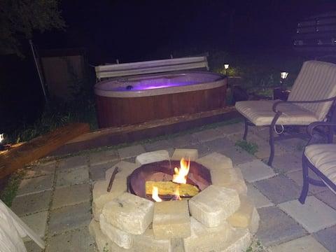 Fire pit & Jacuzzi!!