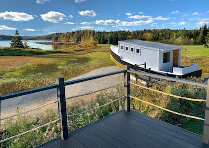 Cottage/w ocean view, hiking + lobster boat lounge