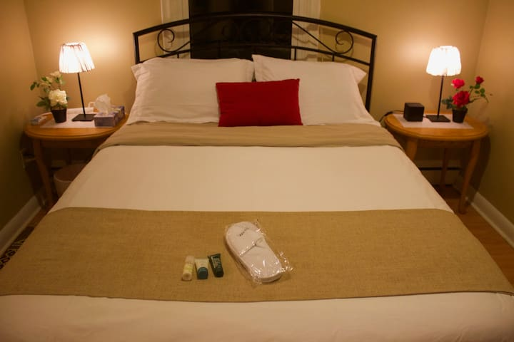Private bedroom & Parking and wifi