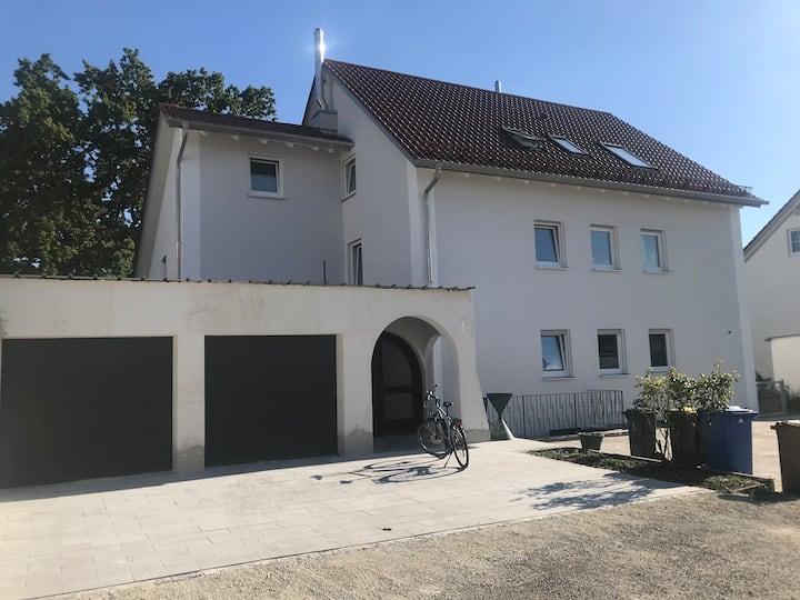 Ferienwohnung Asum -, Wohnung Anika 1 - Helle FeWo mit 4 Schlafräumen, Platz für  6 Personen, Wohnraum, Küche und Balkon & kostenfreiem WLAN