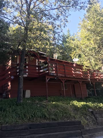 Cozy 2 bedroom 2 bath cabin ,full amenities