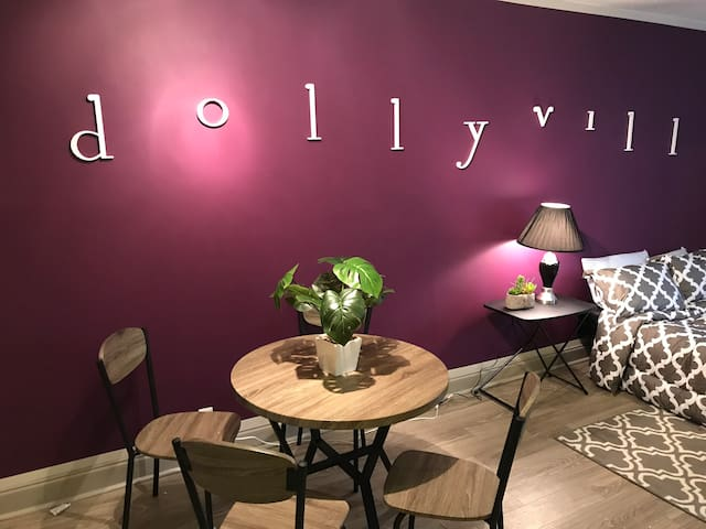 THE DOLLYVILLE SUITE!