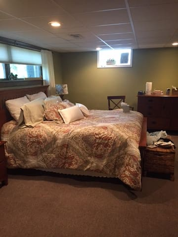 Cozy XL Studio Suite in Downers Grove - Downers Grove - Dom