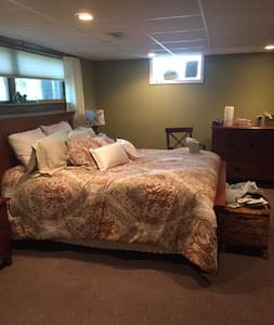 Cozy XL Studio Suite in Downers Grove - Downers Grove - Hus