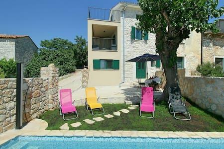 2 Bedrooms Cottage in  #1 - Dracevac - Hus