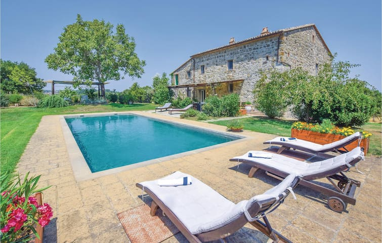 Holiday cottage with 5 bedrooms on 250 m² in Bagnoregio -VT-