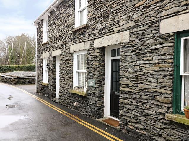 PARTRIDGE HOLME, family friendly in Bowness-On-Windermere, Ref 6026
