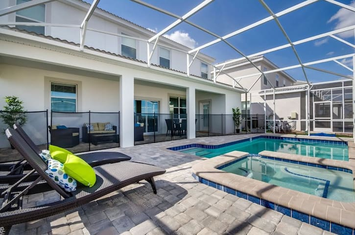 6 Bedrooms/ 5.5 Bathrooms Champions Gate (1509 MB)