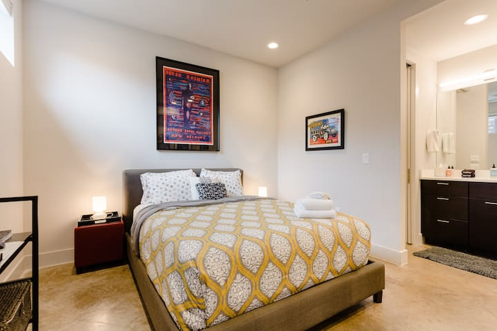 Private Travis Heights Guest Suite