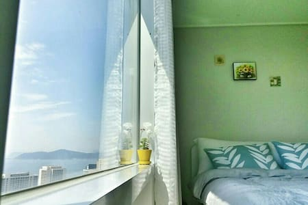 COZY and fantastic view최고의 해운대 숙소.지하철역☺무료주차,신축 - Haeundae-gu - Apartment
