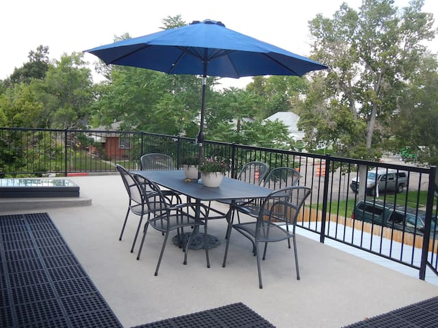 Old Town:  Prime & Private 2 Bdrm. Apt. (All-New)