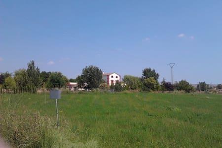 Habitación  en casa rural al lado Camino Santiago - Tamarite de Litera
