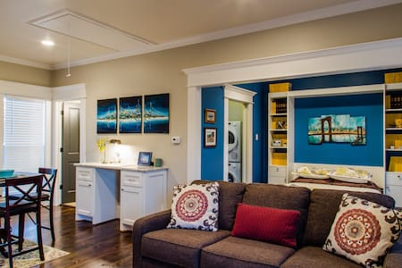 Quiet Luxury Carriage House - The Woodlands
