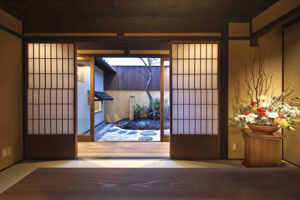 中庭を臨むお部屋 Room facing the courtyard