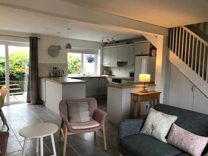 Recently renovated, centrally located in Schull