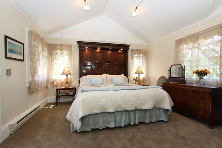 Sunrise Room plus Gourmet Breakfast & Wine Hour