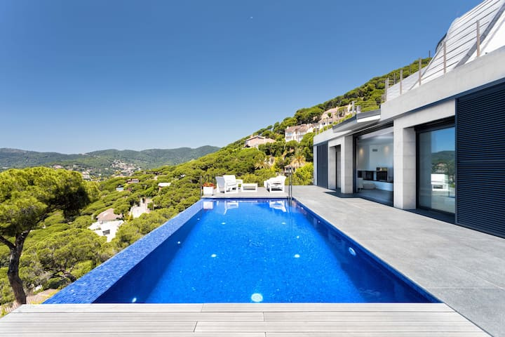 PANORAMIC CABRILS - LUXURY AND PRIVATE - Outdoor spaces that fall in love, from the pool & everywhere spectacular views of the sea and of Barcelon