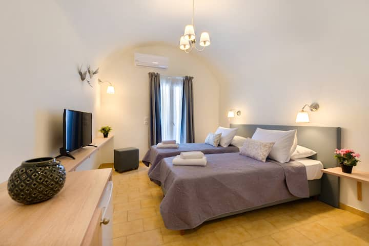 Alexander's Great View : Milos Room-18 m²