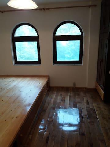 Hillside Haven - The Ottoman Room