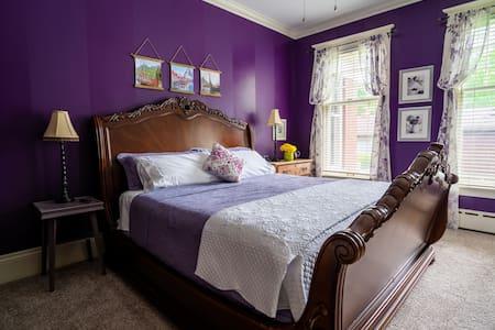 Historic St Johns Home-Purple Viking Room (King)