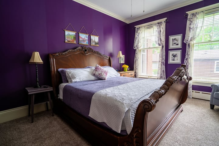 Historic St Johns Home-Purple Viking Room (King)