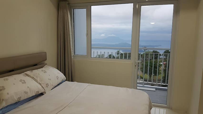Staycation with Taal Lake View w/ WIFI