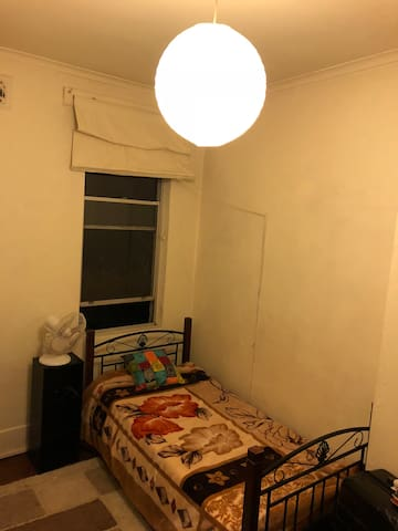 Amazing location in Sydney/Redfern private room!