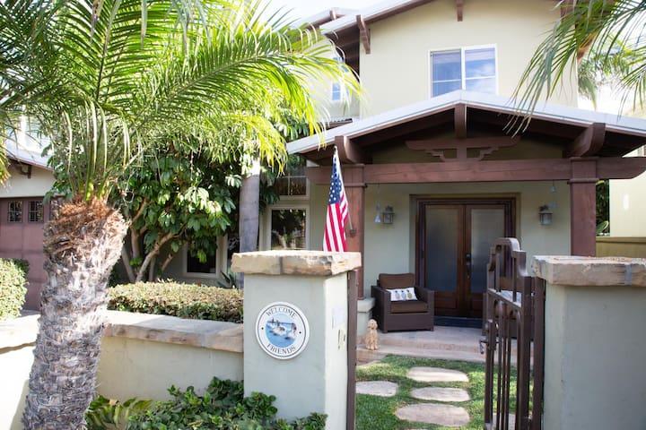Americana Indoor/Outdoor Family Retreat: custom home in the heart of Solana Beach