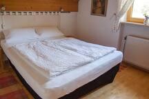 """Zimmer """"J"""" (von 3 Zimmern) - Cosy room (1 of 3)"""