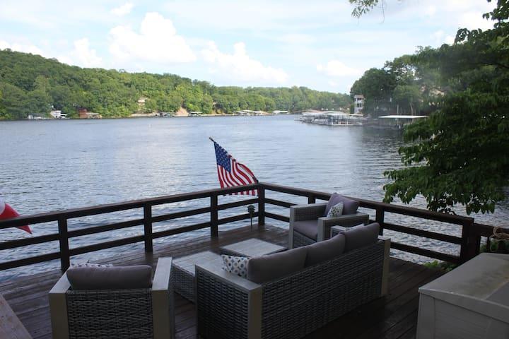 Amazing Lakefront Home, Private Dock, Martini Deck